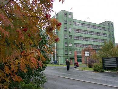 Вид на главный производственный корпус завода
